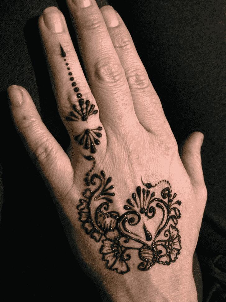 Lovely Finger Mehndi design