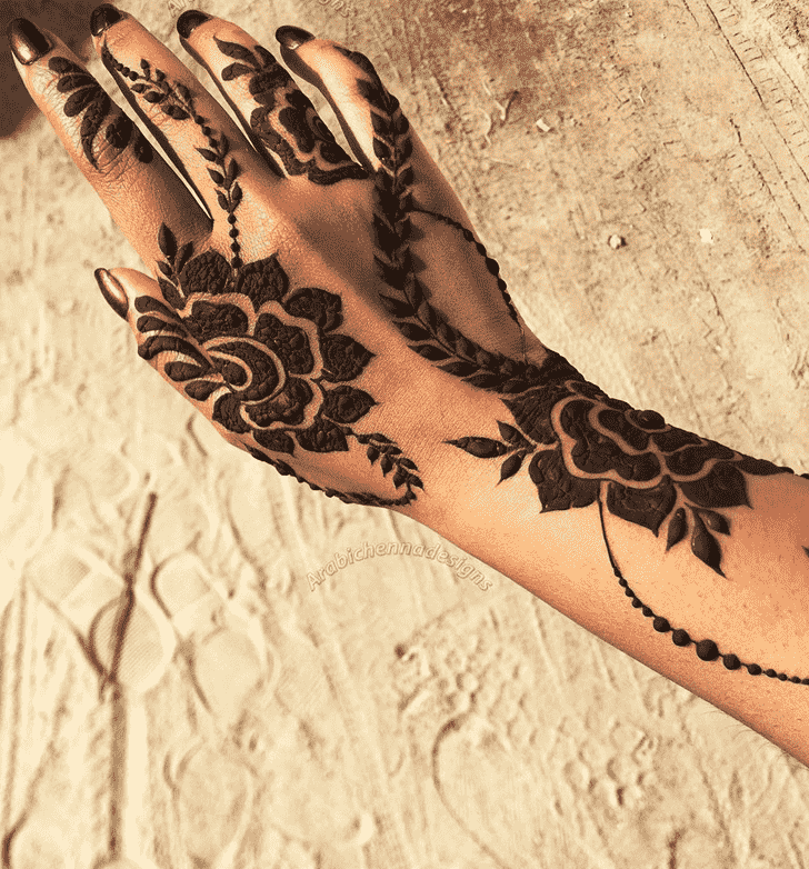 Pleasing Finger Henna design