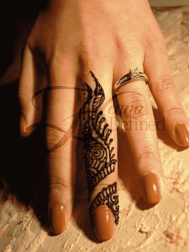 Ravishing Finger Henna design