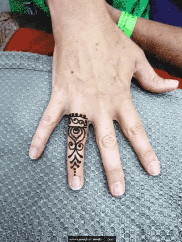 Shapely Finger Henna design