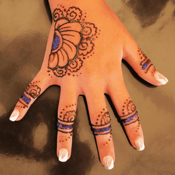 Slightly Finger Henna design
