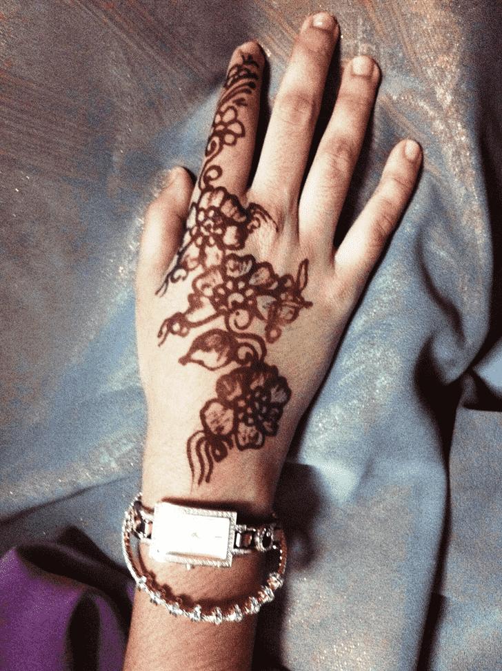 Splendid Finger Henna design