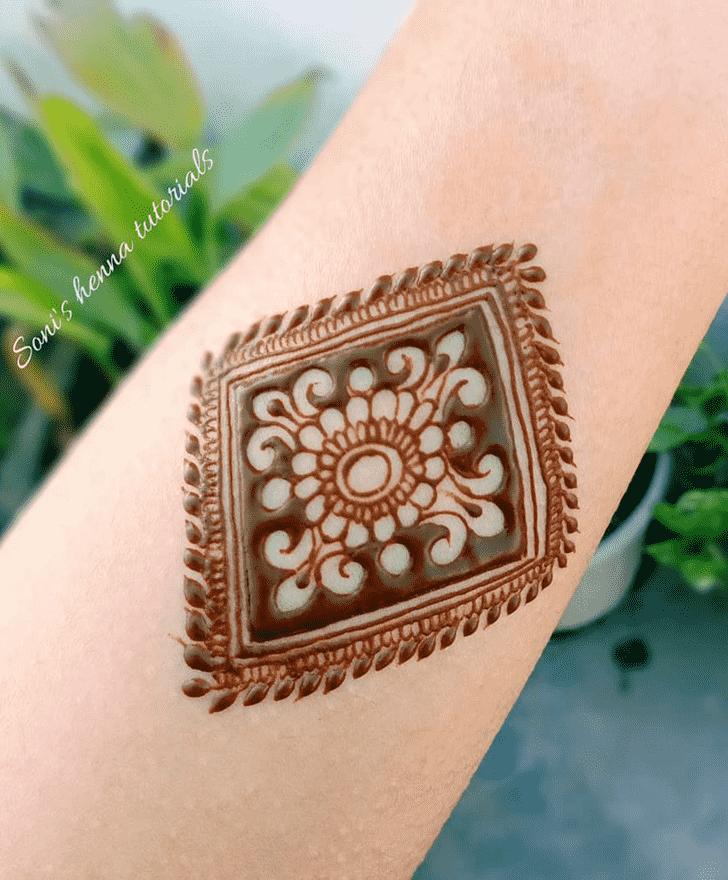 Captivating Floral Henna Design