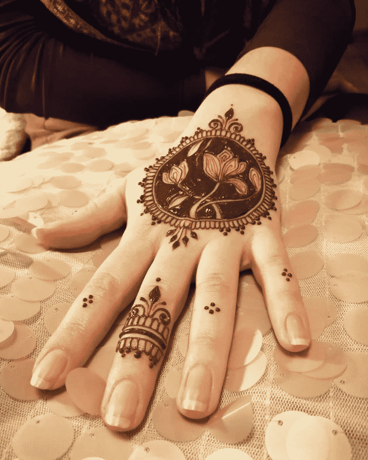 Delicate Flower Henna design