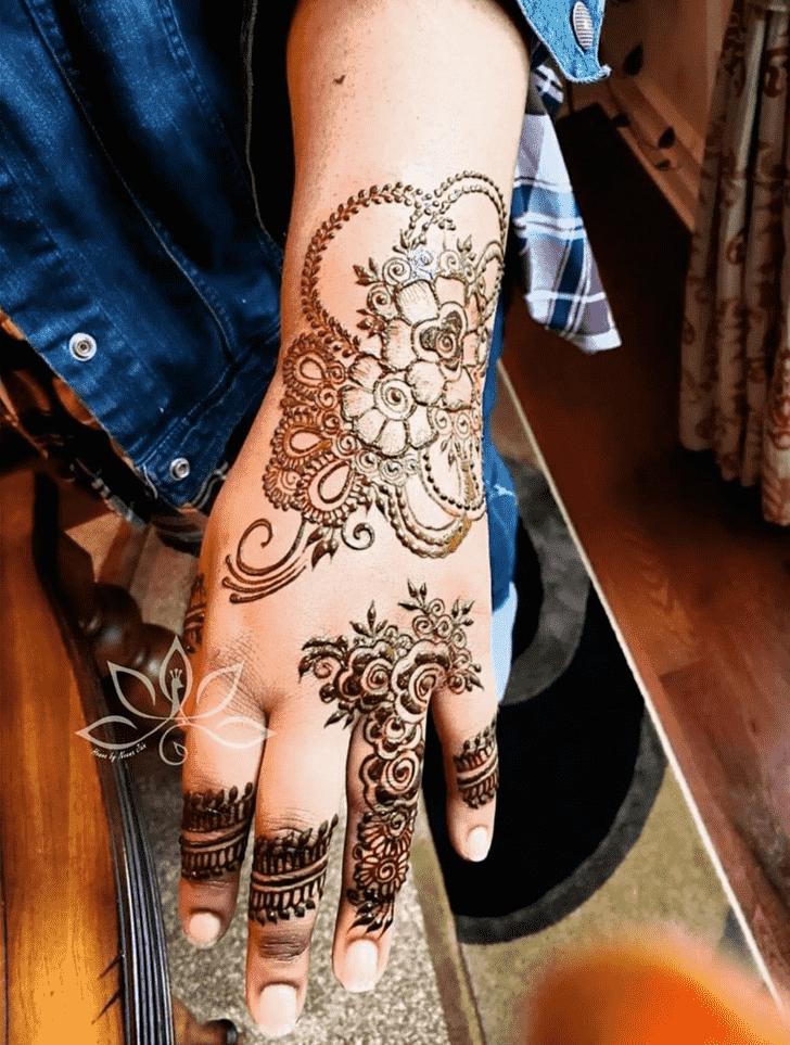 Fascinating Flower Henna design