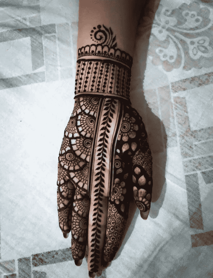 Adorable Front Hand Henna Design