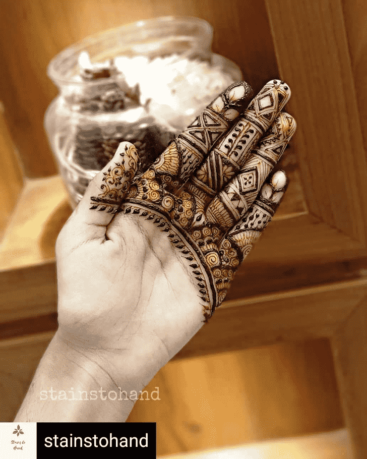 Beauteous Front Hand Henna Design