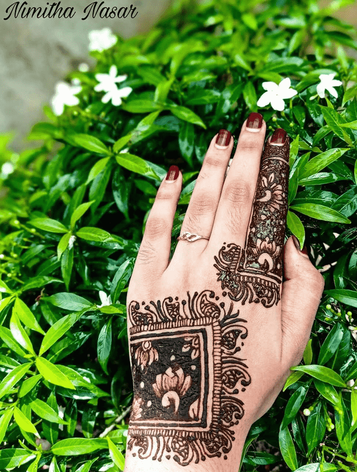 Comely Front Hand Henna Design