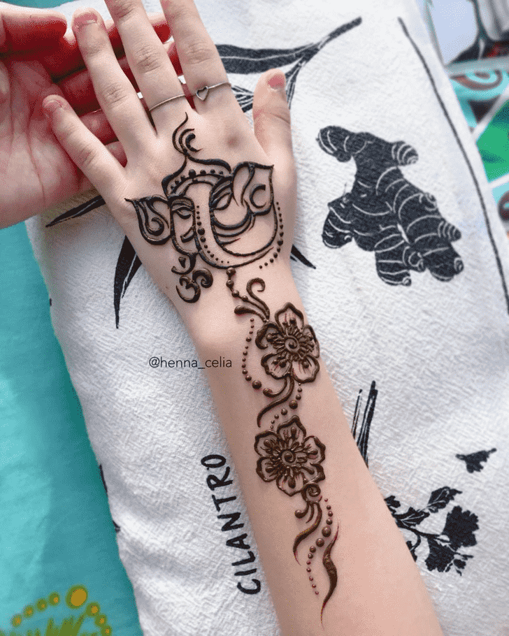 Exquisite Ganpati Henna design