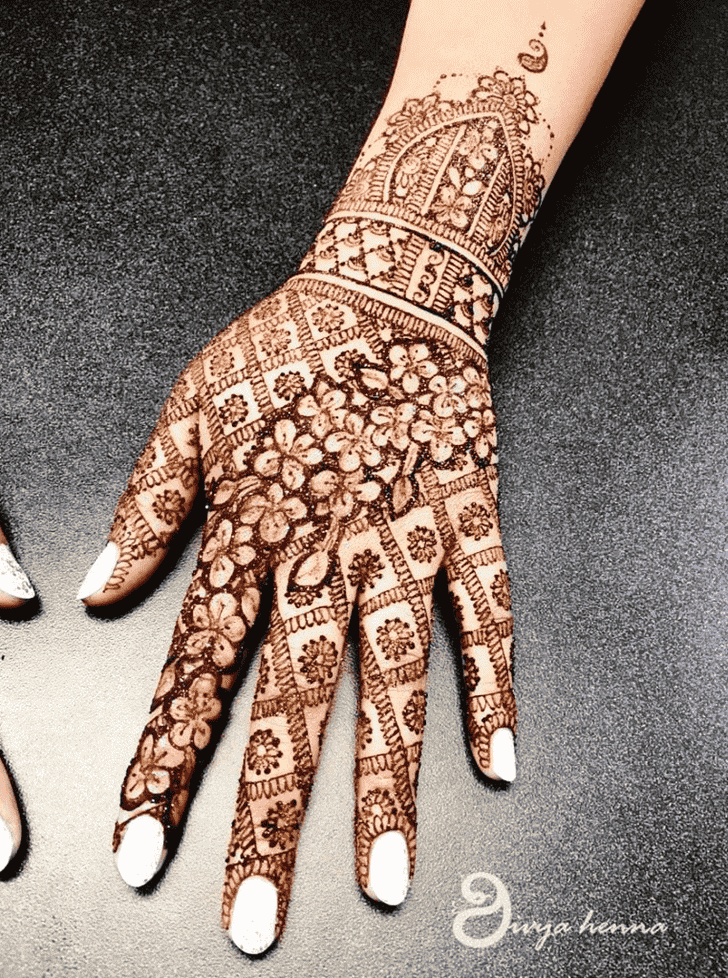 Adorable Glitter Henna Design