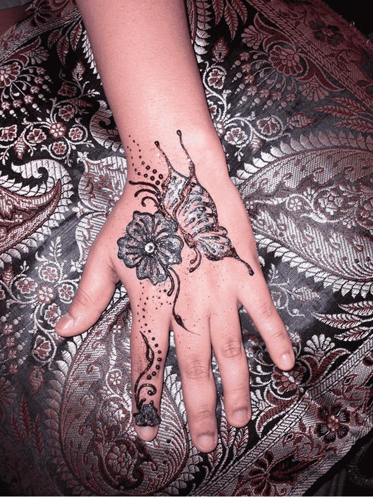 Angelic Glitter Henna Design