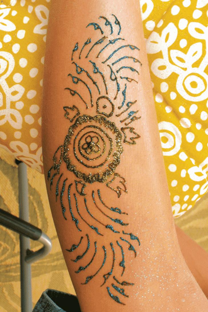 Marvelous Glitter Henna Design