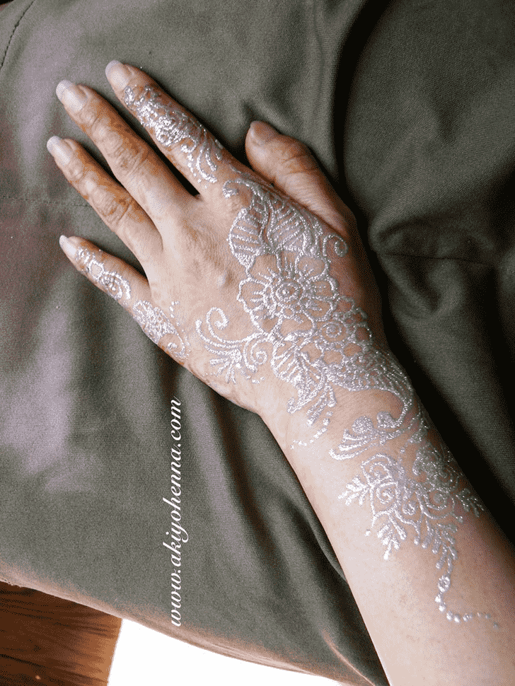Pleasing Glitter Henna Design