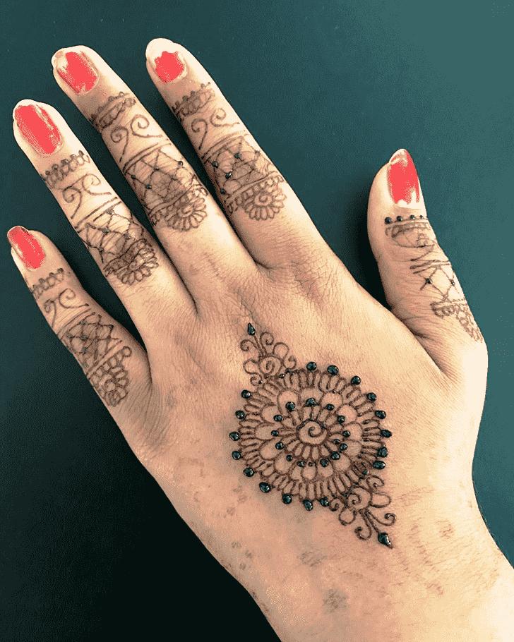 Adorable Gol Tikki Henna Design