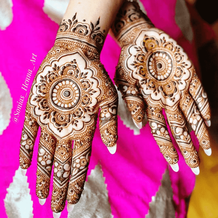 Appealing Gol Tikki Henna Design