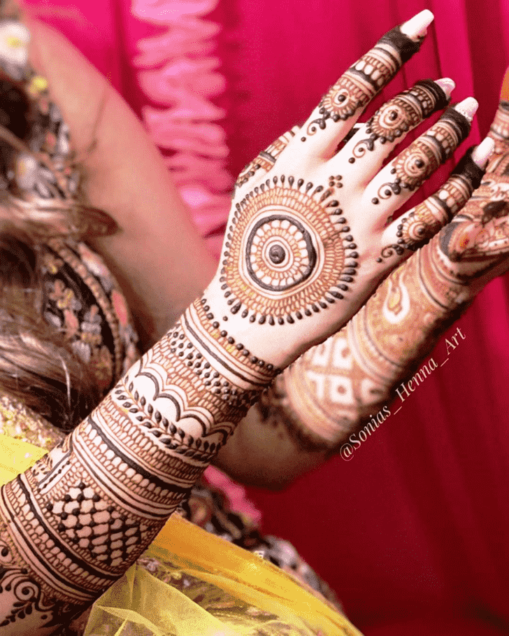 Beauteous Gol Tikki Henna Design