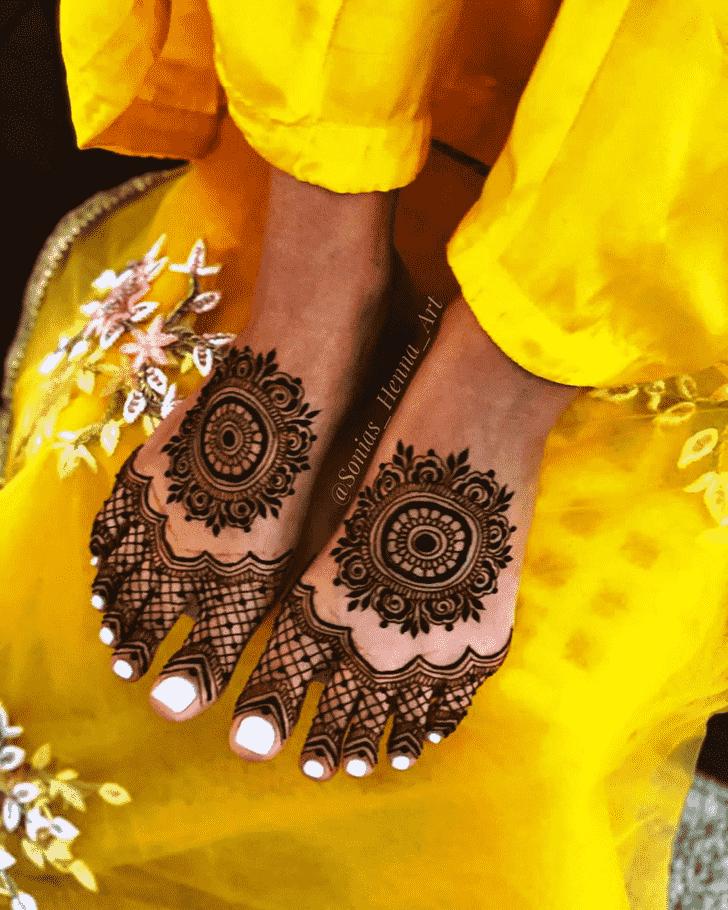 Bewitching Gol Tikki Henna Design