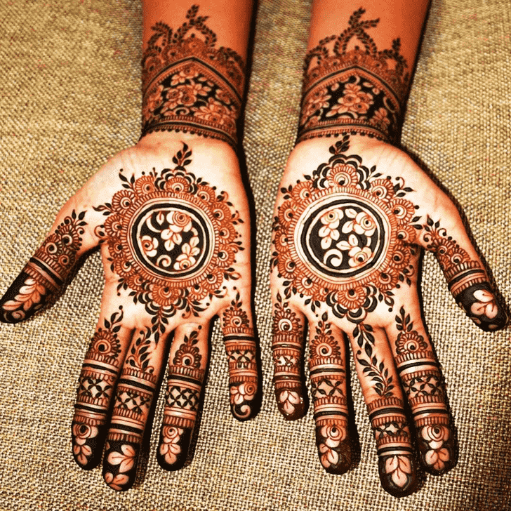 Charming Gol Tikki Henna Design