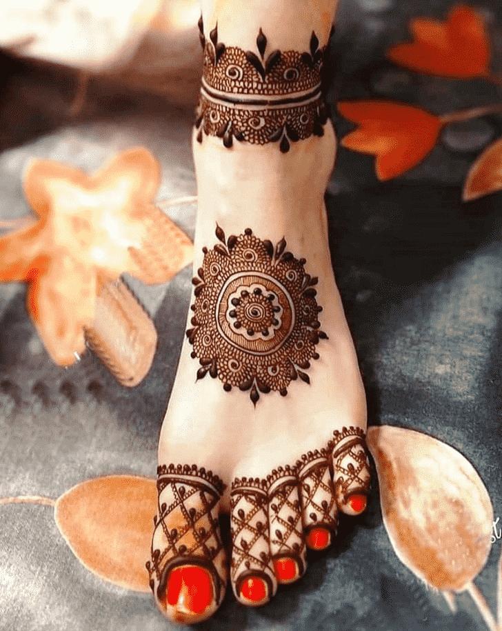Delightful Gol Tikki Henna Design