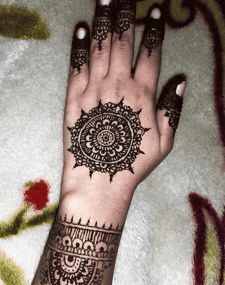 Elegant Gol Tikki Henna Design