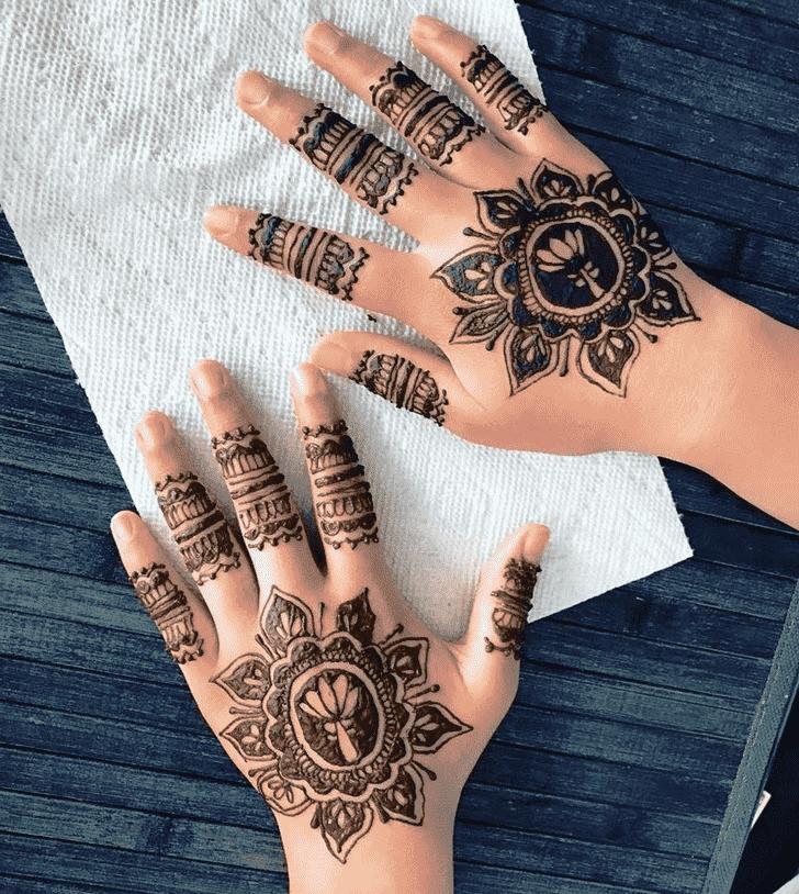 Fascinating Gol Tikki Henna Design