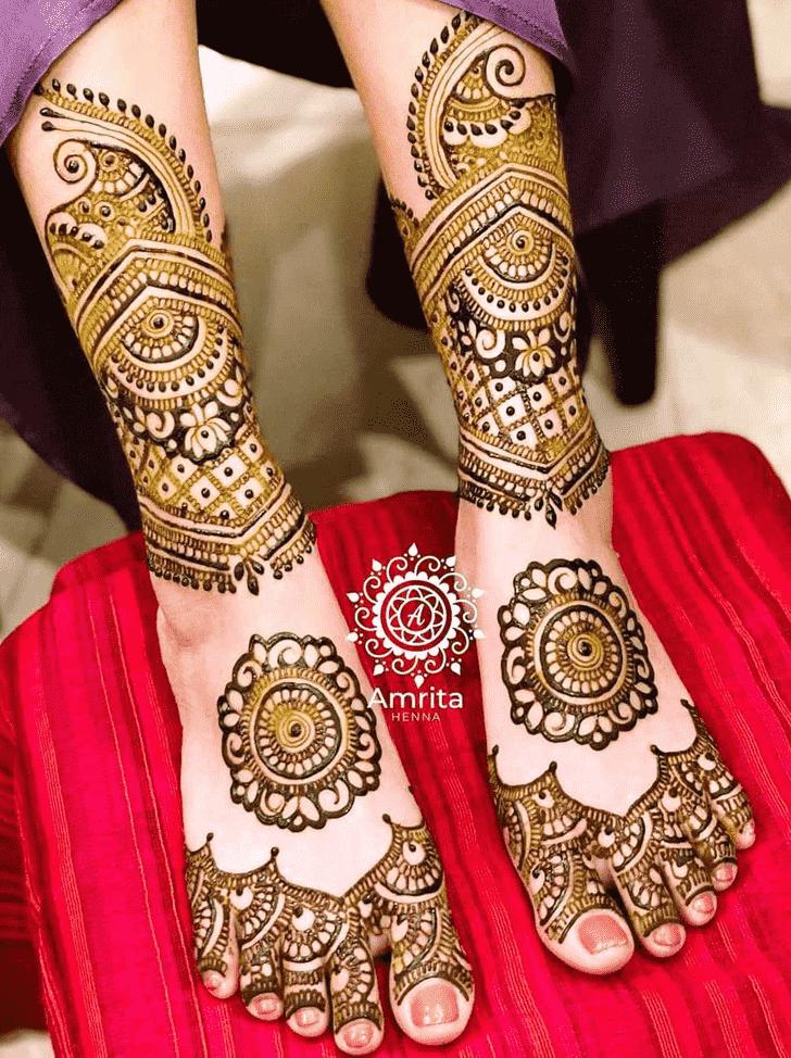 Good Looking Gol Tikki Henna Design