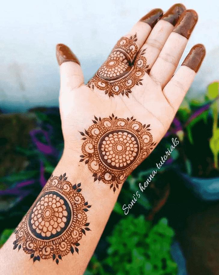 Gorgeous Gol Tikki Henna Design