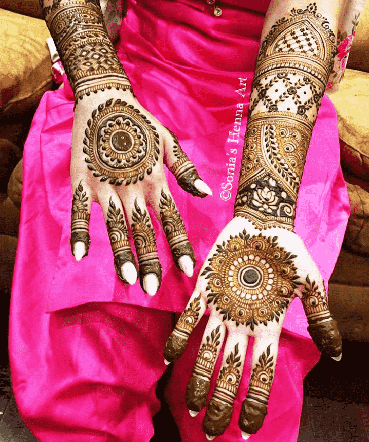 Mesmeric Gol Tikki Henna Design