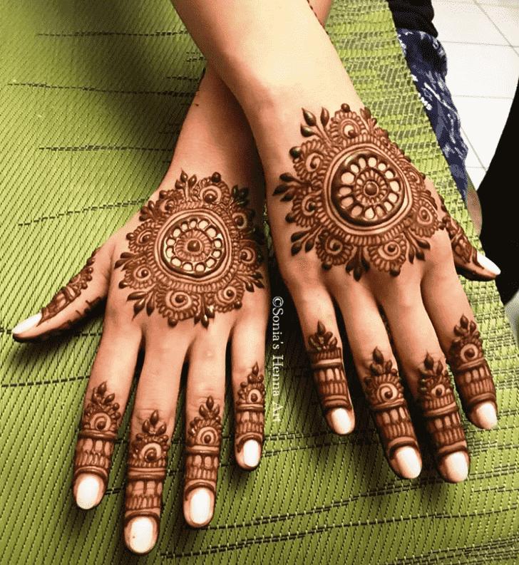 Nice Gol Tikki Henna Design