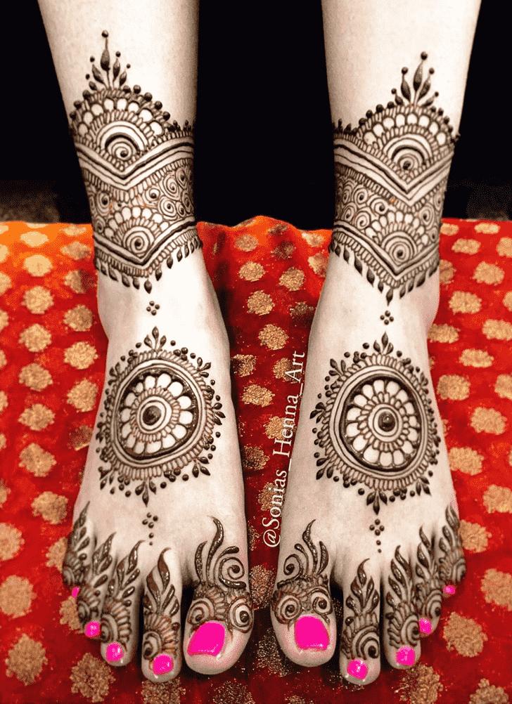 Slightly Gol Tikki Henna Design