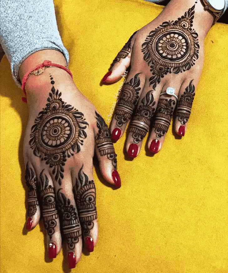 Stunning Gol Tikki Henna Design