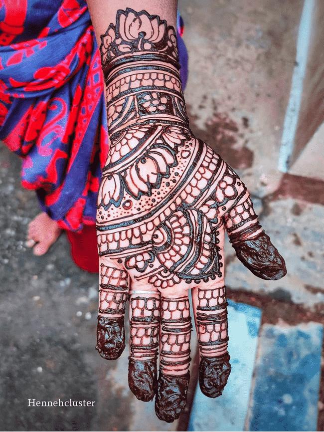 Adorable Gujranwala Henna Design