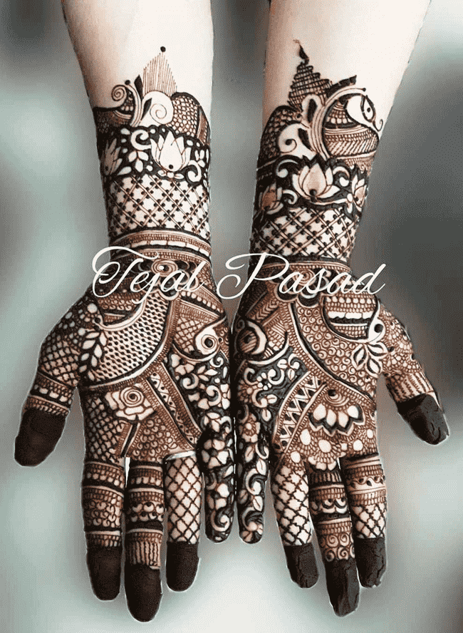 Alluring Gurgaon Henna Design