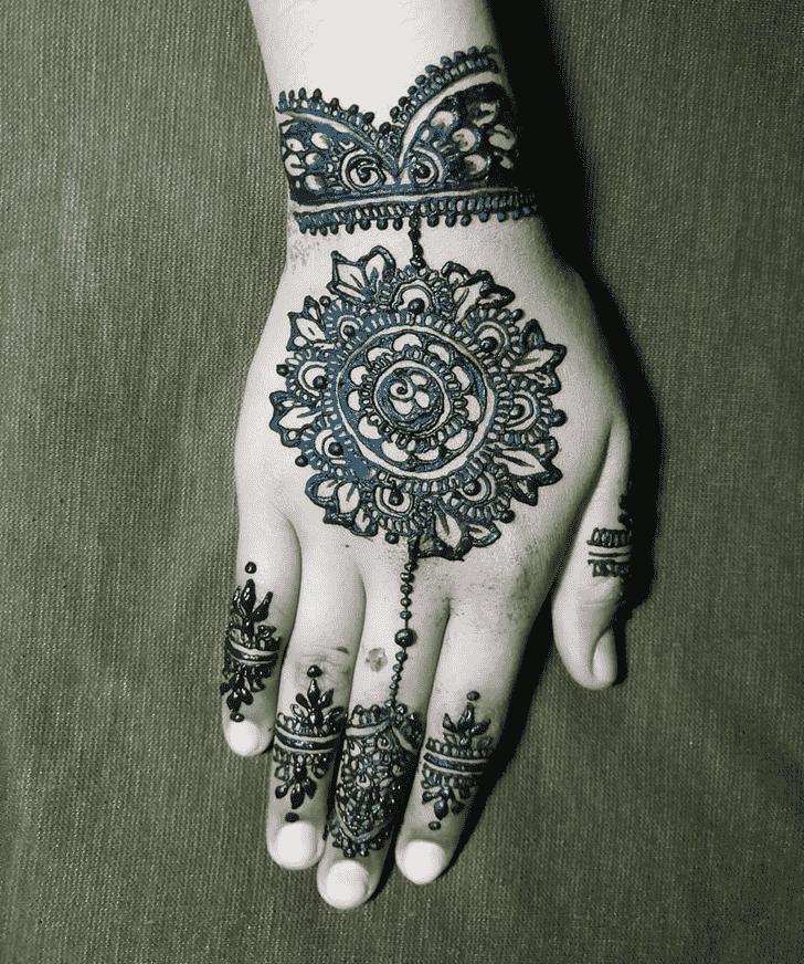 Delicate Hand Henna Design