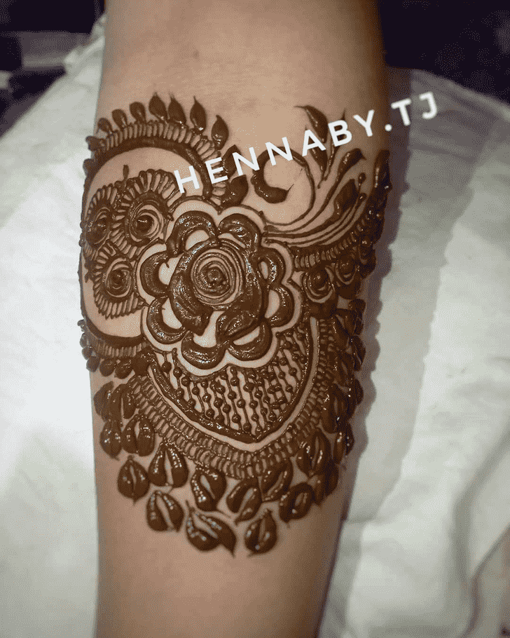 Bewitching Hariyali Teej Henna Design