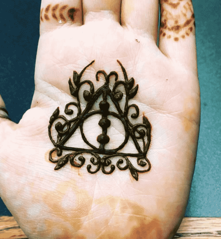 Comely Harry Potter Henna Design
