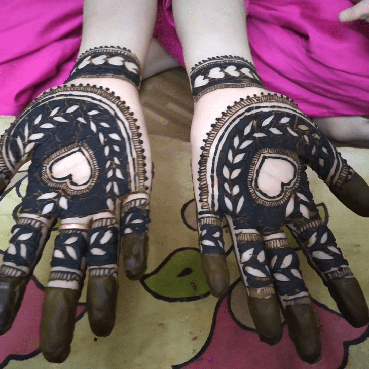 Wonderful Heart Shape Mehndi Design on Palm