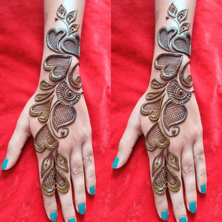 Stunning Heart Henna on hand