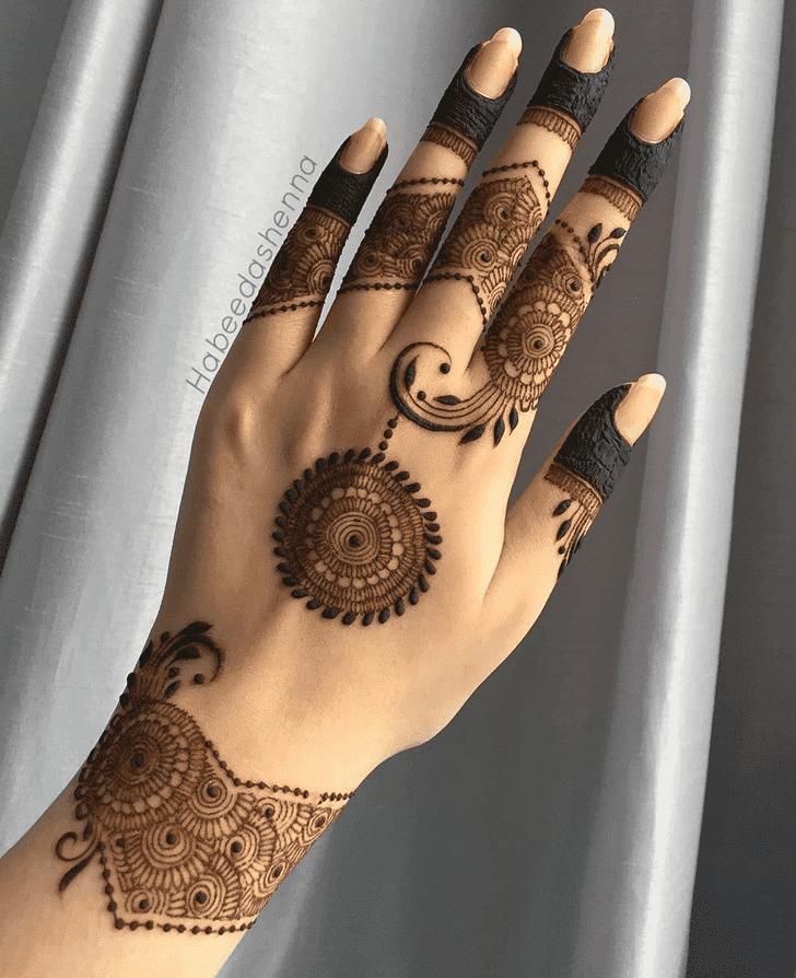 Mesmeric Henna Design