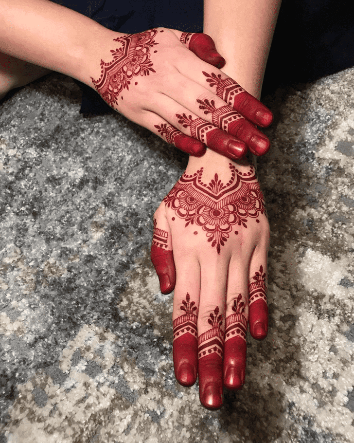 Shapely Henna Design