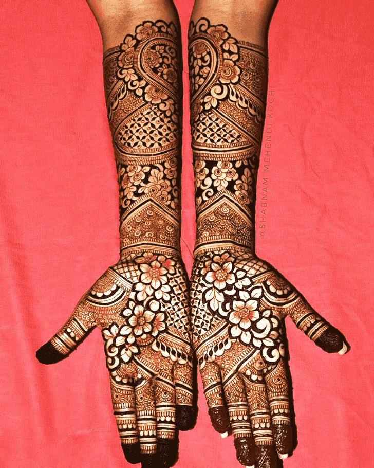 Exquisite Holi Henna Design