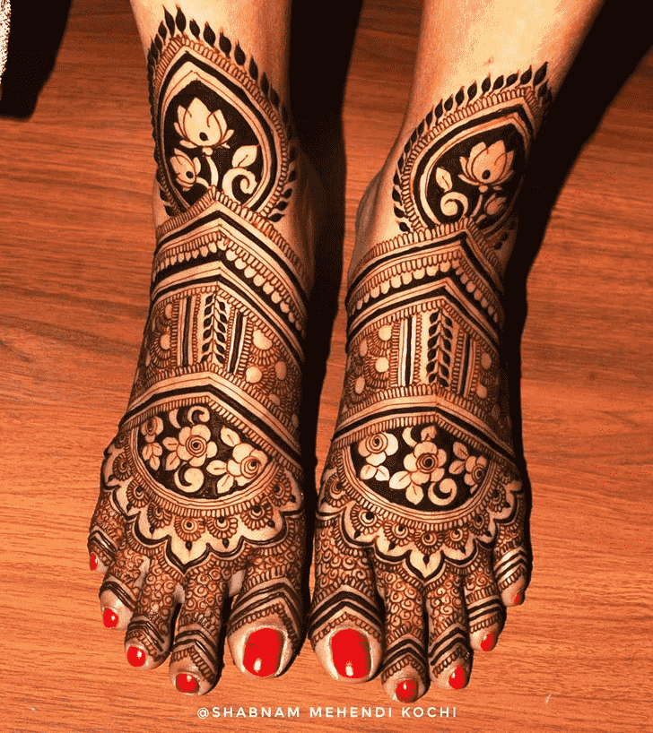 Gorgeous Holi Henna Design