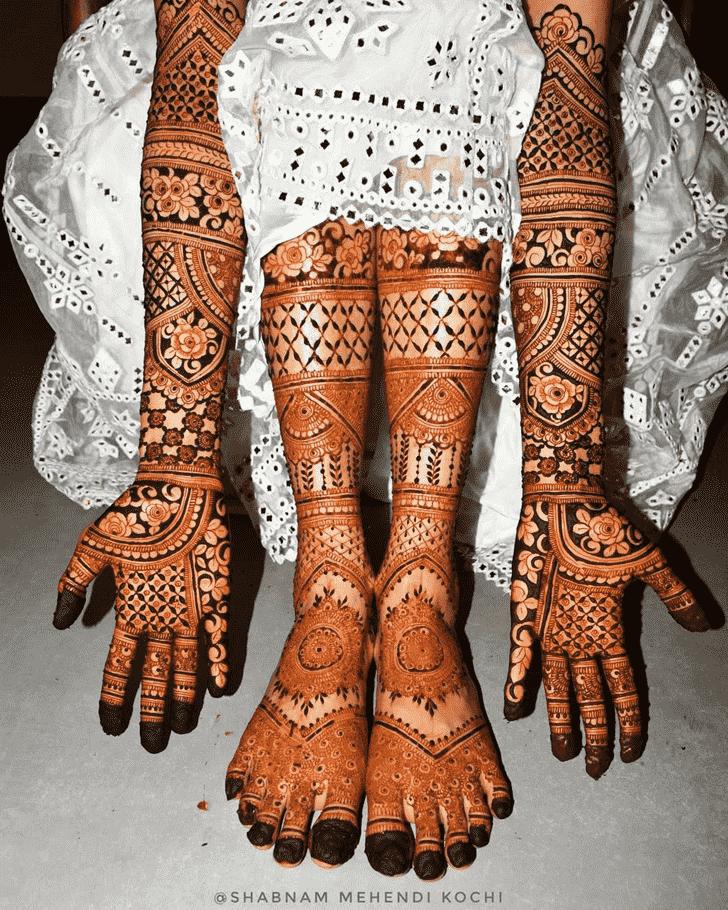 Ravishing Holi Henna Design