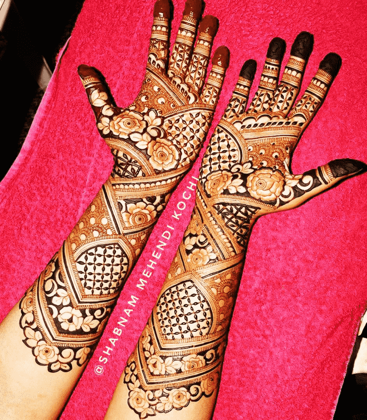 Shapely Holi Henna Design