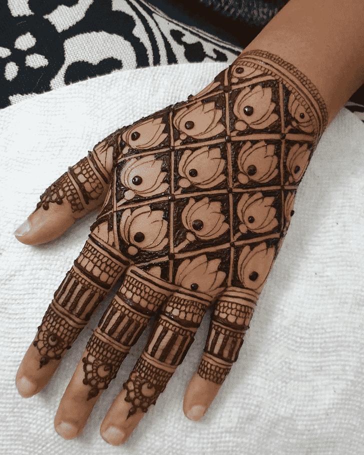 Adorable Hollywood Henna Design