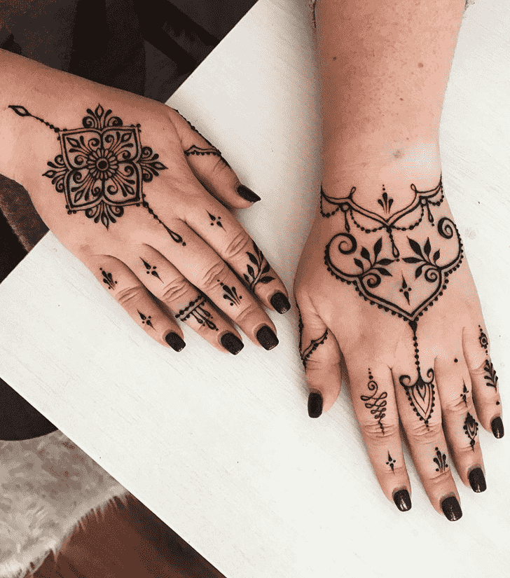 Bewitching Hollywood Henna Design