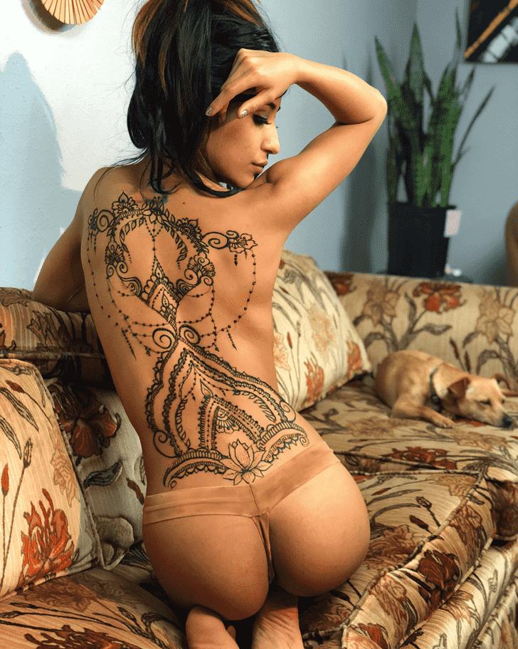 Appealing Hot Henna Design