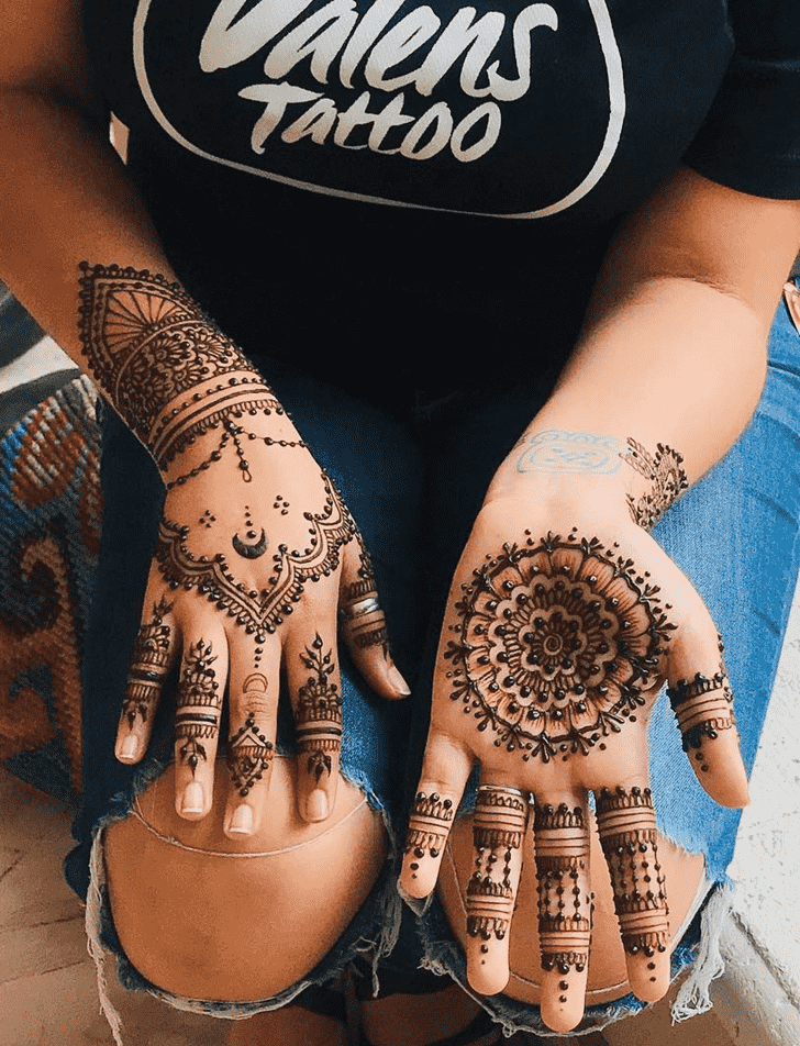 Admirable Karachi Mehndi Design