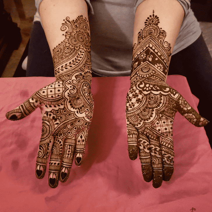 Alluring Karachi Henna Design