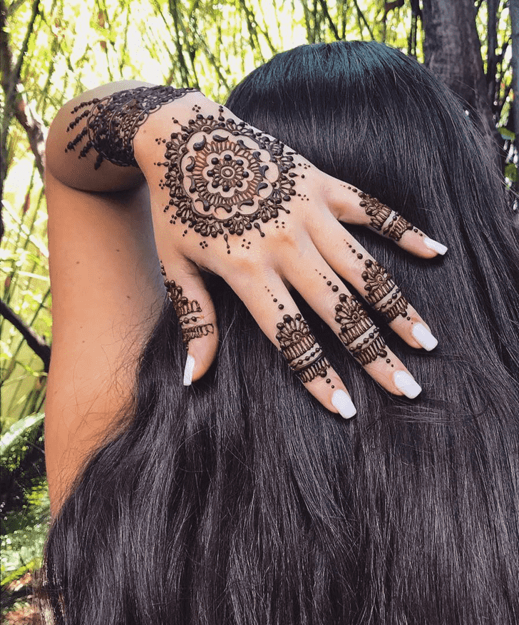 Appealing Karachi Henna Design